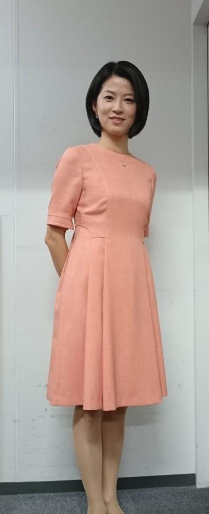 ピンク色ワンピースの石井希和